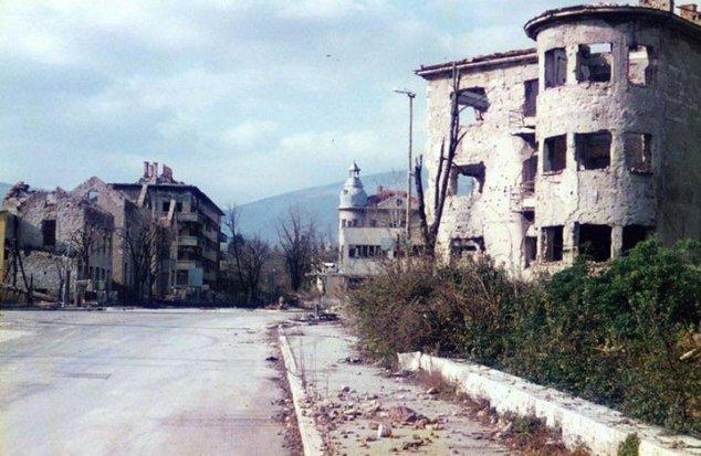 Raskrsnica preko koje sam protjeran u julu 1993. godine - Bulevar Narodne Revolucije, Mostar